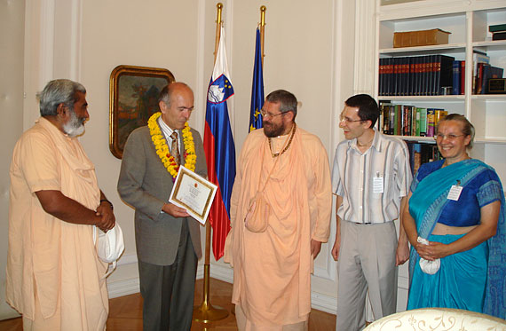 Dr. Janez Drnovsek receiving the WVA certificate