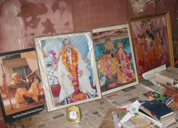 Damodar Maharaj's altar