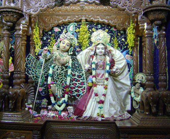 chandanyatra.radhagopinath.L