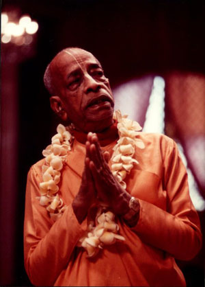 prabhupada.praying.L