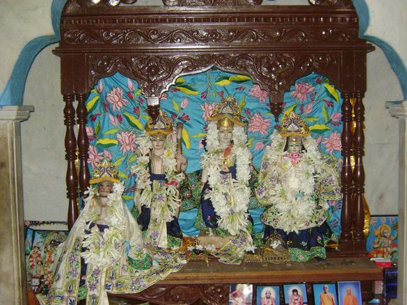 Murari-Guptas-Ram-Sita-Lakshmana-and-Hanumana