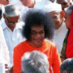 "Indian ""guru"" Sai Baba dies, mourners gather"
