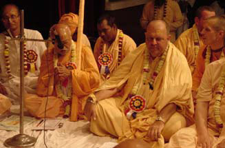 Srila B.B. Tirtha Maharaja speaking at the SGVA Meeting in 2003