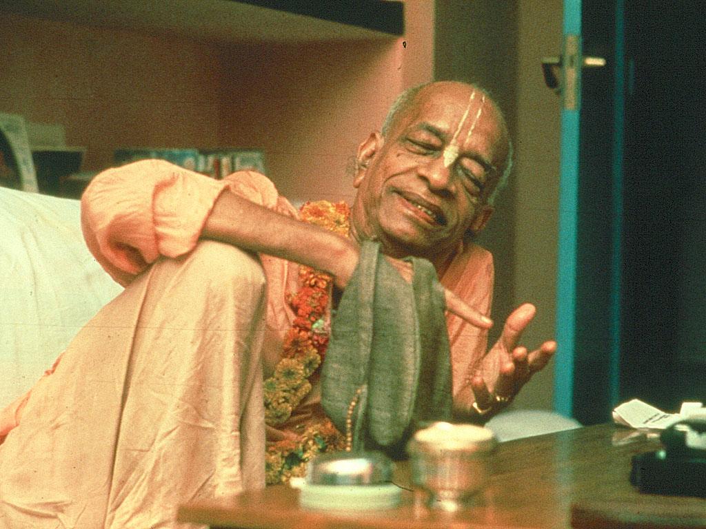 Srila Prabhupada chanting jappa