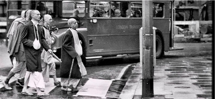 Shyamasundara walking with Srila Prabhupada in London