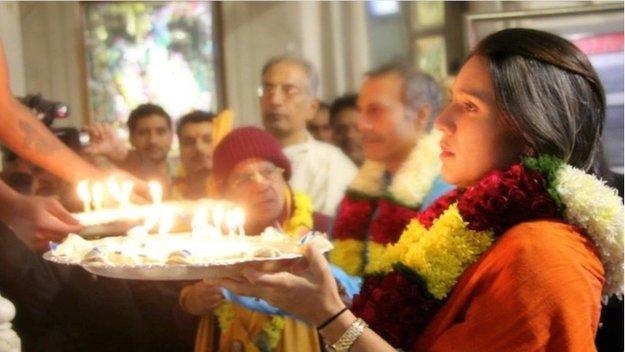 US Congresswoman Tulsi Gabbard offers arati at ISKCON's Radha Parthasarathi Mandi in New Delhi