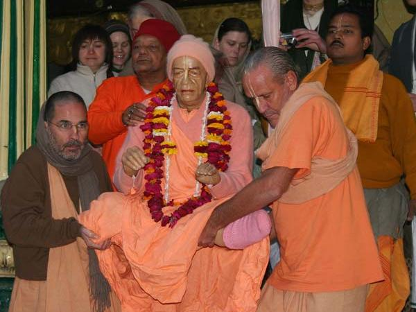 Installation of prabhupada murti at Radha Damodar in 2009. Goswami Nirmal Chandra with Swami Tripurari and Swami B.G. Narasingh Maharaj.