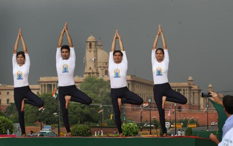 yoga_138b5790-3615-11e6-b762-306eb096a216