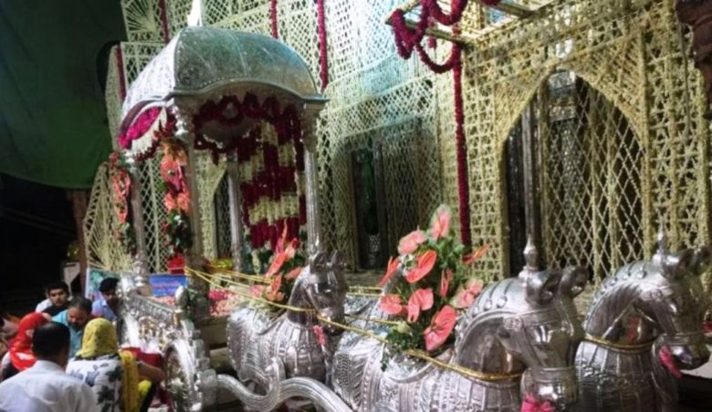 Thakur-Bankey-Bihari-on-his-gold-silver-rath-1-780x451