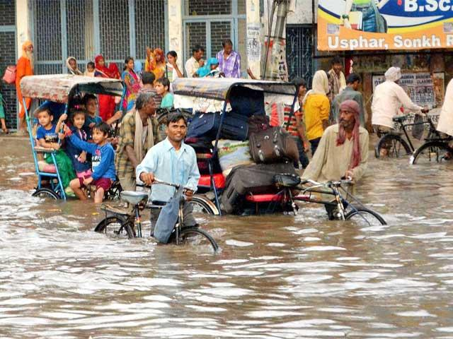 flooded-street-in-mathura