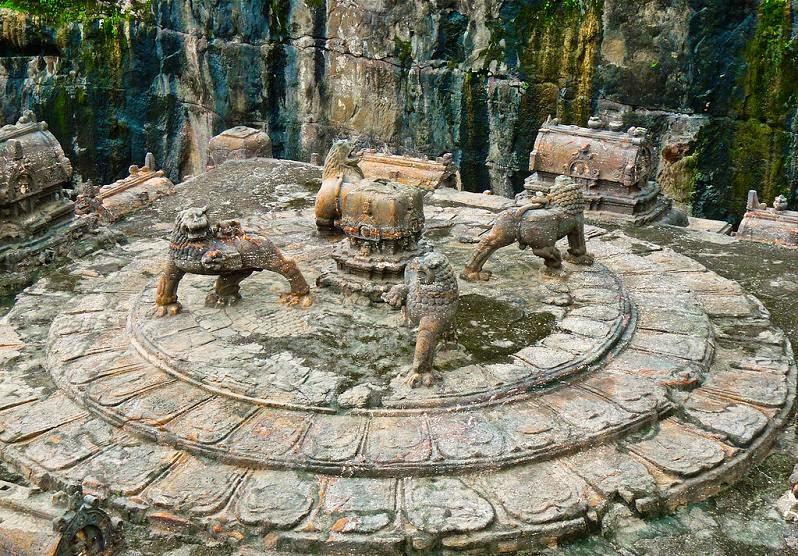 ellora-caves-india-mountain-temples-10