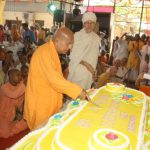 Huge cake weighing 150 kg cut on Prabhupada's disappearance day