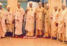 Bhaktivedanta Vamana Maharaja, Acarya of Gaudiya Vedanta Samiti Group Photo