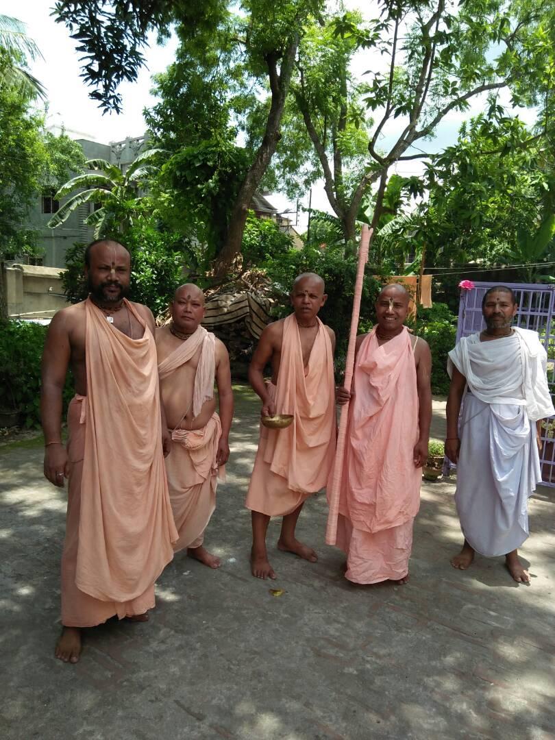 Bhakti Niloy Parbat Maharaj